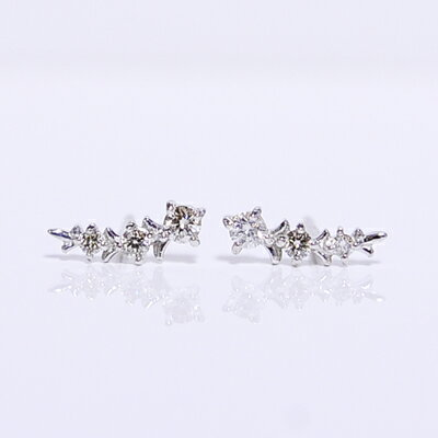【CASHO】K18WG,PG,YG(ホワイト/ピンク/イエローゴールド)ダイヤモンドスタッドピアス/トリロジー/月桂樹/スリーストーン/diamond pierce【_包装】