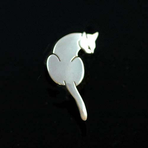 猫 シルバー ハンドメイドピンブローチ「見返り猫...の商品画像