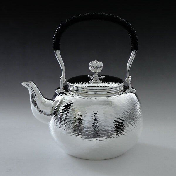 日本製・証明書付き いぶし銀本舗 銀川堂 純銀・湯沸し 1100cc ゴザ目 純銀保証 茶器 茶道具 銀瓶 湯沸かし