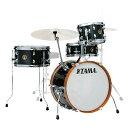 """TAMA LJK48S-CCM Club-JAM Kit ドラムセット※ハイハットスタンド、スネアスタンド、シンバル、ドラムスローン、ドラムペダル等は付属しません。※セットに使われているドラムの単品販売はございません。ご了承ください。Club-JAM Kitは、小口径かつコンパクトなサイズ構成によって、持ち運びやすさと本格的なドラムサウンドを両立させたコンパクトドラムキット。シェルには力強いアタックと温かいサウンドを兼ね備えたポプラシェルを採用。また、バスドラムシェルに直接取り付けられたシンバルホルダーや湾曲したバスドラムスパー、そして暖かい印象を与えるブラウンのウッドフープがヴィンテージなルックスを醸し出します。省スペースかつポータビリティに優れ、様々なシチュエーションでの演奏を可能にします。【Spec】Color:CCM (チャコール・ミスト)18""""x12""""バスドラム×110""""x7""""タムタム×114""""x7""""フロアタム×113""""x5""""スネアドラム×1シングルタムホルダー×1シンバルホルダー×1"""