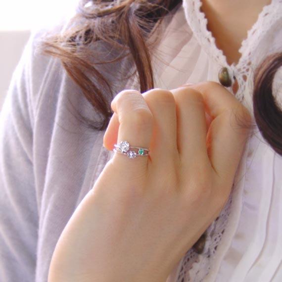 ピンキーリング 5月誕生石 エメラルド/ダイヤモンド「ピュア・クローバー 」【K10ホワイトゴールド(K10WG)】ピンキーリング【送料無料】 国産 日本製 【-3号・1号~7号 ピンキーリング】おもわずハミングしたくなる♪/2号/3号/ダイヤ/ホワイトゴールド/10金/
