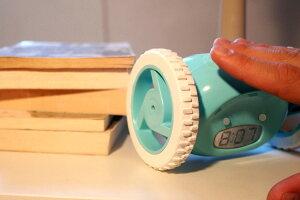 【送料無料】目覚まし時計ナンダクロッキー【目覚まし時計置時計置き時計目覚し時計めざましおすすめおしゃれかわいいインテリア時計寝室雑貨おもしろ一人暮らし子供部屋動く逃げるデジタルデジタル時計通販】