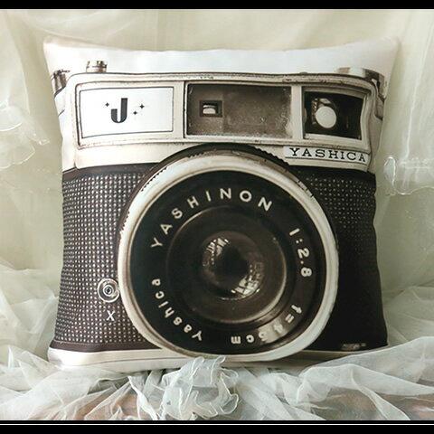 ※送料別※(メール便可)【オールドカメラプリントクッションカバー(45cm×45cm)】セピアカラーでカメラがプリントされたユニークで可愛いデザイン。インテリア