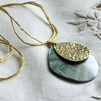 Sold out 40 books in one week! Daphne popular gold series-plate black shell & necklace