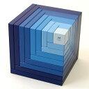 スイスの木製玩具メーカーnaef社(ネフ)のグラデーションが美しい積み木です。だれにでも簡単に芸術的なオブジェを作ることができますよ。naef(ネフ社) セラ 青