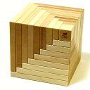 スイスの木製玩具メーカーnaef社(ネフ)の白木が美しい積み木です。だれにでも簡単に芸術的なオブジェを作ったり、独自の創造力で自分だけの造形を楽しむことができます。naef(ネフ社) セラ 白木