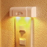 【わけあり】[人感&明暗センサー]照明スイッチ用LEDナイトライト 電球色 PM-L254/[乾電池式]/ELPA【同時購入注意】