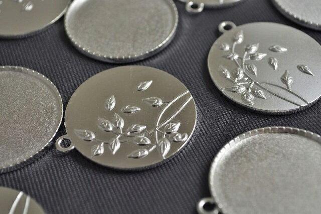 アクセサリーパーツ レジン ミール皿 円つばき 古代銀 フレーム 41mm 1個