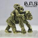 赤ちゃんを背負って歩くチンパンジーのペンダント金色の猿 チンパンジーの親子ペンダント ブラス 真鍮 brass (猿、類人猿、Pan troglodytes、chimpanzee、動物)