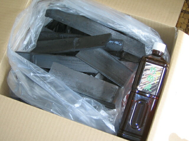 自家製本格土窯焼き竹炭5キロと精製竹酢液原液100%1000ml