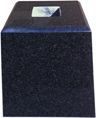 【貫通穴開いてます】黒御影石の束石、沓石上面4寸、高さ6寸