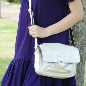 Definetely this Pochette Omakase style outing! Has become a daily staple in large basic Pochette is a ladylike attire decorated with storage capacity into a more than appearance and wrinkle finish shoulder bag charm ◆ ゴールドバックルウィメンズ Pochette