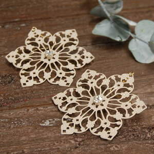 Classy shine ecoglass grain in the heart! Oversized flower made of lace or like piercing ◆ マリーンメタル lace earrings