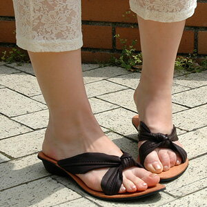 Big ribbon of tender leather transforms itself into sandals! All leather specifications & sandals that wear it with a heel, and the feeling is slightly excellent than sea eye L appearance ◆ C.I.L.: Tice trap leather sandals