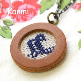 But bright into the window and discover cute animals! Cute natural accessories leather leather leather linen linen ladies became a motif embroidered cat & small birds ◆ kanmi.(Cammy): cross stetchnecklace [M]