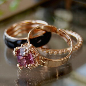 I decide the finger-tip like an adult neatly! It is arrangement freedom ◆ Lily lady triple ring with three advantageous sets that the 太 ring of the color that ring of a Swarovski crystal shining shiningly and 細 ring & of the ball chain are glossy was