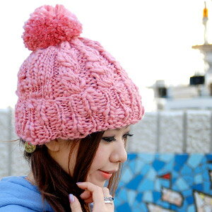 The knit hat knit with woolen yarn of the ♪ random thickness where a girl is poor at a gentle color roughly removes BIG of the top with が pin plonk and OK's it! The knit cap ◆ pastel Slavic knit cap which pastel color shows in a gentle expression