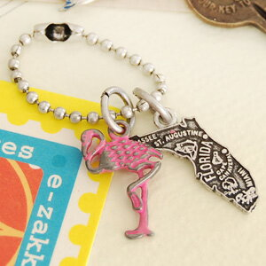 Small key charm with a motif representing the Florida alligator, flamingos Marlin babe. An antique ambiance is lovely. ◆ Jitta ( jitter ): スーベニールアンティークキー holder [FL]