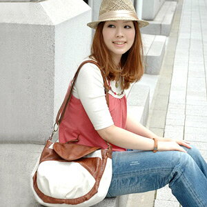 Because is the bag with two body seat belts, let grapple together in total in the scene; 2WAY tote bag of the freedom! The bag ◆ canvas lacing braid 2WAY round shoulder bag which is good to a casual style in the form that BAG is round at bias featuring H