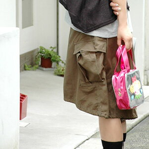 It is mix-and-match freedom with 2WAY specifications! As for the casual cargo skirt which the silhouette of the trapezoid & gathers balloon skirt can enjoy, the big flapped pocket and loop end are army cotton tea-length skirt ◆ heme arrangement ballo