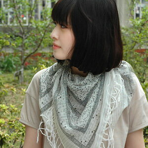 Monotone star pattern scarf casually and romantic ♪ moist lame yarn stripes-starry sky square shawl! Chic and easy to incorporate coordination an PTI PLA's great ◆ キラキラスターダストアフガン stall