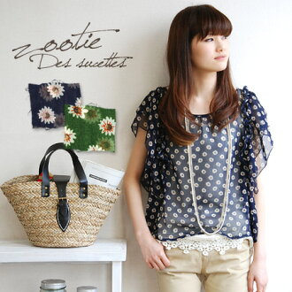Floral design painted like Polka dot pattern pullover blouse. Sweet form attached to the sleeve looks like butterfly tank top women's t-shirts / short sleeve ◆ Zootie ( ズーティー ): バタフライティアードスリーブマーガレットシ von blouse