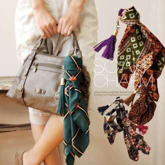 Scarf with tassels of leather bags to notch up the charm. Each easily removable! Square satin scarf and hair accessories and clothing accessories also: ◆ scarf & スエードレザータッセル bag charm