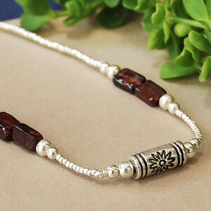 A wine-colored stone such as silver beads and the candy such as the pipe of the floral design is cute! Breath ◆ silver beads bracelet [square grape candy ]《 outlet article 》] of the silver beads that the feel of a material that is unique mat is refined and the natural stone