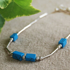 The bracelet that a box-shaped turquoise displayed quietly is wonderful! A soft atmosphere is the natural stone of the gentle atmosphere such as the crayon! ◆Silver beads bracelet [pastel cube ]《 outlet article 》]