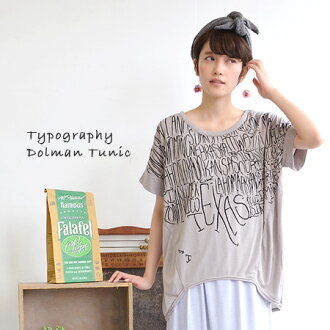 The heteromorphic T-shirt of the typography pattern design which is COOL getting a lot of looks. Dolman sleeve Lady's pullover logo tops cut-and-sew long length logo print logo T-shirt ◆ typography print dolman T-shirt tunic relaxedly short-sleeved to th