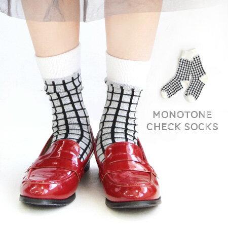 モノトーンのグラフチェック柄で足元をちょっぴりモードに♪厚手ニット素材のミドル丈ソックス。 レディース ソックス 靴下 フットウエア フットウェア レッグウェア クルー丈 ショート丈 くるぶし 秋冬