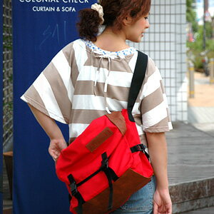 The grosgrain nylon shoulder bag which is strong in the big is sure to get that it is cute, and the pop color nails the eyes of all to all in addition to extreme popularity ♪ usability regardless of sex! ◆Climbing large messenger bag