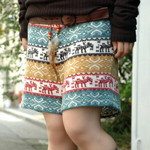 Folklore-like knit short pants becoming the leading role of coordinates come up than a double closet (warez ink)! Because is a feather and the bottoms with Wood beads in the point of the race to go around a waist; Bohemian coordinates in the fall and win