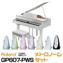 ☆こちらの商品は、【電子ピアノ クロサワ安心保証】に加入可能商品です。 クロサワ楽器 電子ピアノ長期修理保証にご加入希望の際は、以下のリンク先より専用の加入料も一緒にお買い求め下さい。  ・電子ピアノ クロサワ安心保証(保証5年)[加入料:対象商品代金の5%]商品:GP607-PWS 専用加入料(※加入料のみ注文不可) ※対象商品と専用加入料を分けてのご注文は承れません。必ず一緒にご注文して下さい。 ※電子ピアノ クロサワ安心保証についての詳細・注意事項は 商品ページとあわせて保証規約のページをご一読下さい。 お得な振り子式メトロノームセットです! お子様のピアノレッスンなどに一緒に・・・というお声が多いため 特別に振り子式メトロノームセットをご用意いたしました! 別々でご購入頂くよりお得です!しかも、7色の中からお好きなカラーをお選びいただけます。 (※在庫によってはお待ちいただく場合も御座います) ☆配送設置料無料!☆ ※離島、大型トラックの出入りが出来ない地域、エレベーターの無い高所は 別料金となります。詳しくは、担当スタッフまでご相談下さい。 憧れのグランドピアノのフォルムをしたデジタルピアノです。 グランドピアノのフォルムなのに奥行きがコンパクトで高級感を出しながらお部屋に設置出来ます。 デジタルピアノならではの機能も搭載されており、【レコーダー】【メトロノーム】【レッスン機能】はもちろん【Bluetooth機能】も搭載で、スマートフォン等の連動も出来ます・。 鍵盤は、木と樹脂のハイブリット構造の【PHA-50鍵盤】搭載でフォルムだけでなく、タッチもグランドピアノさながらのタッチです! 【主な特徴】 ■憧れのグランドピアノを身近にするデジタル・ミニ・グランドピアノ ■弾いて、聴いて楽しむためのプレミアムなサウンド・システム ■いつでも弾きたくなる、ピアノとしての高い表現力 ■デジタルで広がる、ピアノの魅力と楽しさ 【仕様】 ピアノ音/ーパーナチュラル・ピアノ・モデリング音源 最大同時発音数 ピアノ:無制限(「Piano」音色ボタンのソロ演奏時) その他音色:384 音色/307音色 鍵盤鍵盤/PHA-50鍵盤:ハイブリッド構造(木材×樹脂センターフレーム) エスケープメント付、象牙調・黒檀調(88鍵) ペダル/プログレッシブ・ダンパー・アクション・ペダル(ダンパー・ペダル:連続検出、ソフト・ペダル:連続検出/機能切替可、ソステヌート・ペダル:機能切替可) システムスピーカー・システム/アコースティック・プロジェクション スピーカー/キャビネット・スピーカー:20cm(スピーカー・ボックス付き) ニアフィールド・スピーカー:5cm×2 スペーシャル・スピーカー:12cm×2定格出力20W 5W×2 20W×2ピアノ演奏時の音圧レベル113dB(※当社規定の測定方法による) ヘッドホン/3Dアンビエンス 対応調律・整音鍵盤タッチ キータッチ/100段階 固定マスターチューニング415.3〜466.2Hz(0.1Hz単位)音律10種類(平均律、純正調(長調 /短調)、ピタゴラス音律、キルンベルガーI、キルンベルガーII、キルンベルガーIII、中全音律、ベルクマイスター、アラビア音階)、主音指定可エフェクトアンビエンス 音の明るさ ピアノデザイナー 大屋根 キーオフノイズ ハンマーノイズ アリコート 全鍵ストリングレゾナンス ダンパーレゾナンス キーオフレゾナンス キャビネットレゾナンス サウンドボードタイプ ダンパーノイズ 88鍵チューニング(ストレッチ・チューニング) 88鍵ボリューム 88鍵キャラクター内蔵曲 375曲データ再生再生可能データSMF(フォーマット0、1) オーディオ・ファイル(WAV形式、44.1kHz、16ビット・リニア、要USBメモリー)レコーダー録音可能データSMF(フォーマット0、3パート、約70,000音記憶) オーディオ・ファイル(WAV形式、44.1kHz、16ビット・リニア、要USBメモリー)BluetoothオーディオBluetooth標準規格Ver 3.0(SCMS-T方式によるコンテンツ保護に対応)MIDI、譜めくりBluetooth標準規格Ver 4.0便利な機能 便利な機能 アコースティック・ポジション メトロノーム(テンポ/拍子/強拍/パターン/音量/音色変更可能) ツインピアノ(セパレートモード対応) トランスポーズ(半音単位) スピーカー音量/ヘッドホン音量自動切り替え ボリュームリミット パネル・ロック オートオフ その他 ディスプレイ グラフィックLCD 132×32ドット 接続端子 DC In端子 Input端子:ステレオ・ミニ・タイプ Output(L/Mono、