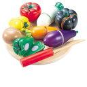 [Bornelund ボーネルンド]ボーネシェフ 野菜・フルーツ〜まな板はまあるい欧米型で、赤い持ち手の包丁もおしゃれです。