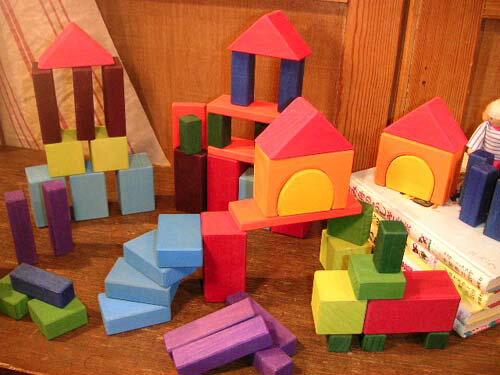 Grimm's Spiel & Holz Design グリムス社 カラー・幾何学積み木60P〜ドイツ・グリムス社の60ピースの積み木セットです。建物や車、木や川など、子供たちの想像力の赴くままに遊べる積み木です。【05P05Nov16】