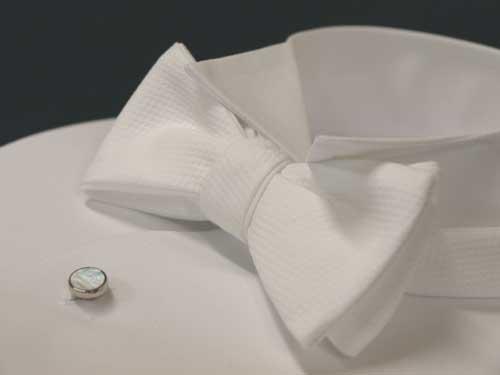 送料無料!手結び蝶ネクタイ/スイス製綿ピケの白の蝶ネクタイ