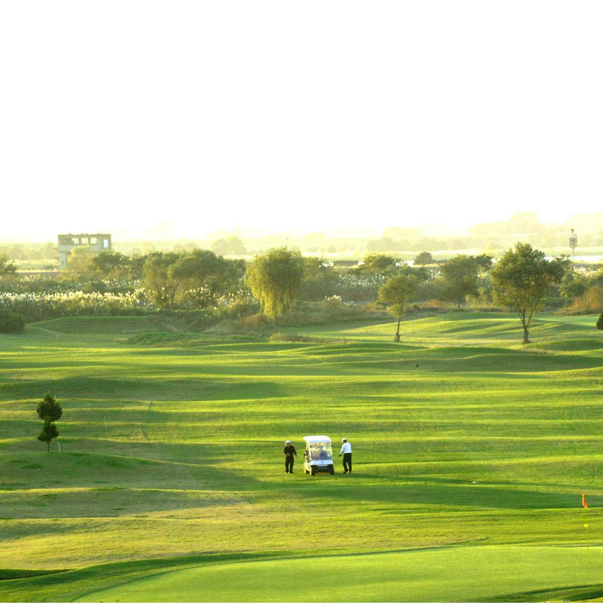 【ふるさと納税】AP01_古河市営ゴルフ場古河ゴルフリンクス平日ペアゴルフプレー無料券(2名分)食事つき