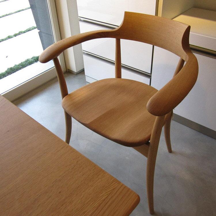 【ふるさと納税】木製アームチェア(ナラ ウレタン仕上)
