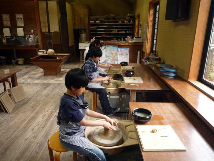 大室山の麓「南大室窯」電動ろくろの陶芸体験付き ...の商品画像
