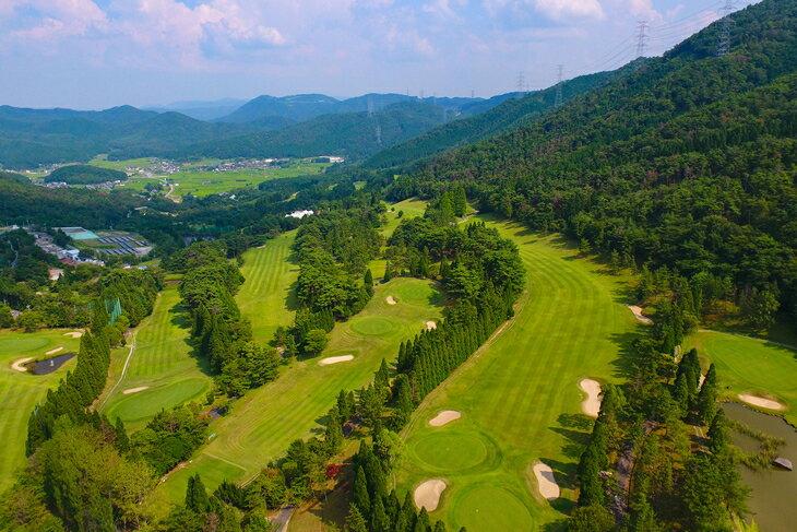 【ふるさと納税】加舎の里カントリー 平日昼食付ゴルフプレーペアラウンド無料招待券