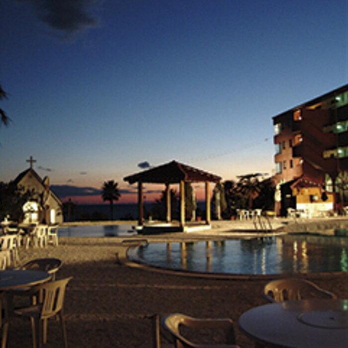 【ふるさと納税】リゾートホテル海辺の果樹園 1泊2食付きペア利用(平日)ビップルーム宿泊券