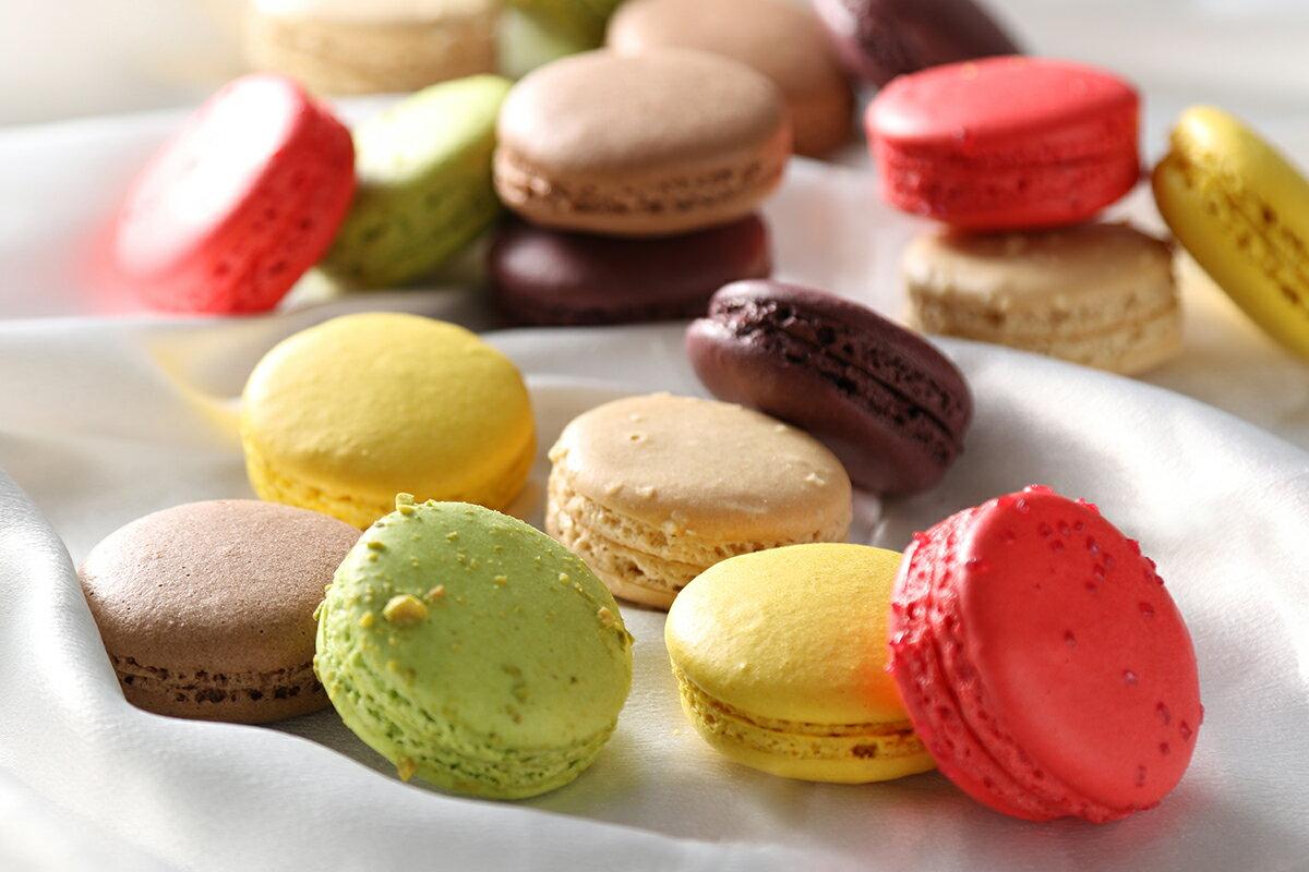 ふるさと納税洋菓子工房クリクリ色とりどりマカロン18個