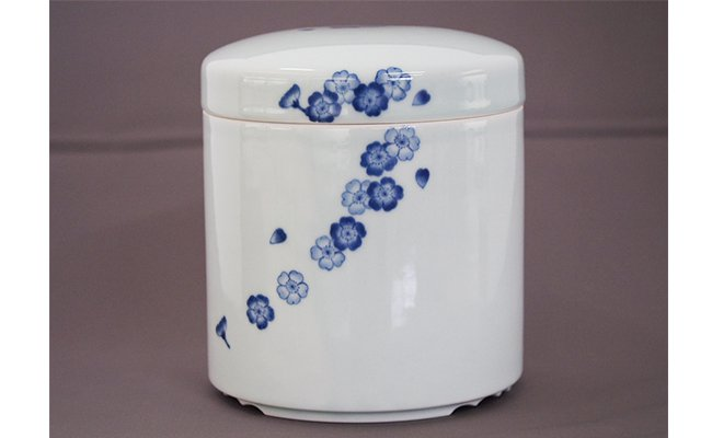 A300-26【ふるさと納税】 青花 匠 桜散らし エンディングボックス 小島芳栄堂
