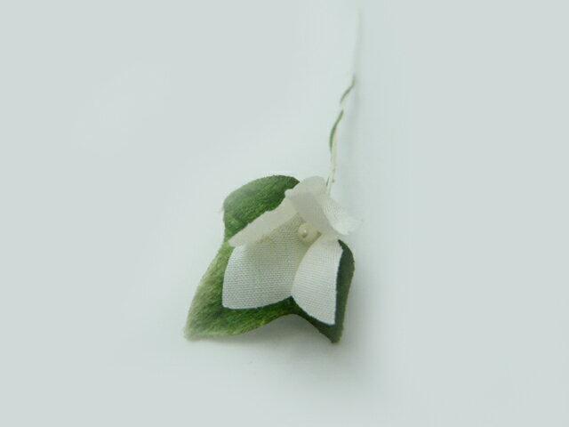 造花・髪飾り・ラッピングツール◆アイビーリーフのついた白い花