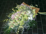 蘭を使ったゴージャスな花束
