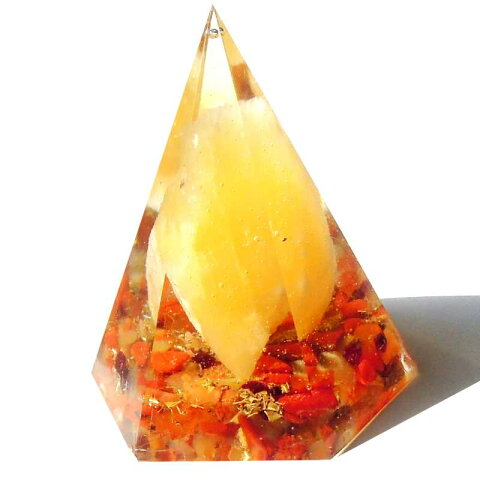 ボヘミアンオルゴナイト カルサイトの高いピラミッドオブジェ 《オルゴナイト》 4×5.5cm 空間がパワースポットになるオルゴナイト スピリチュアルの国チェコの正規輸入品 [ヒーリングアイテム/パワーストーン/天然石/癒やしグッズ/ピラミッド]