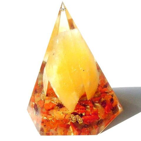 ボヘミアンオルゴナイト 火のアゲートのピラミッドオブジェ 《オルゴナイト》 5×5cm 空間がパワースポットになるオルゴナイト スピリチュアルの国チェコの正規輸入品 [ヒーリングアイテム/パワーストーン/天然石/癒やしグッズ/ピラミッド]