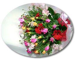ボリュームいっぱい色彩豊かな花束