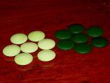 绿宝石硬质玻璃宝石(九点二毫米)的眼睛是绿色的石头☆容易。结石长在游戏中疲劳的想法。日本制造[硬質ガラス碁石・グリーン碁石(9.2mm)☆緑の石が目に優しい。長時間の対局でも疲れにくいアイディア碁石。日本製